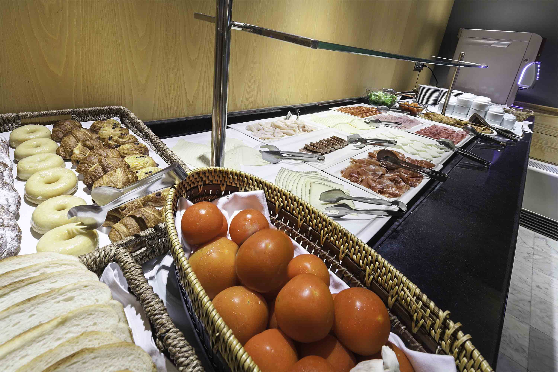 Hotel Atrium | Buffet Breakfast