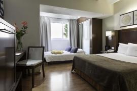 (Español) Hotel Atrium | Habitación Cuádruple