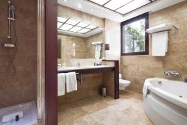 (Español) Hotel Atrium | Suite baño