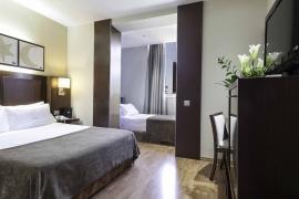 (Español) Hotel Atrium | Habitación triple