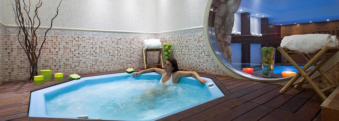 (Español) Hotel Atrium | Jacuzzi