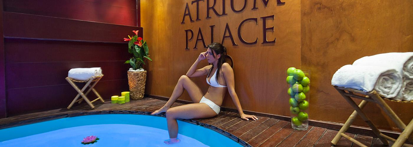 (Español) Hotel Atrium | Piscina detalle